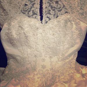 Vera wang wedding dress so beautiful!!